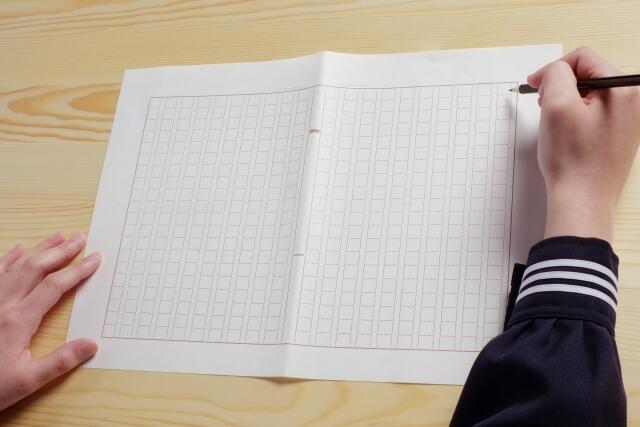 作文を書いているイメージ図